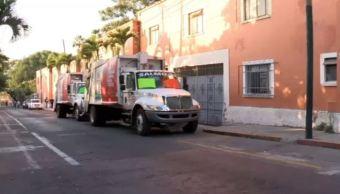 Camiones de basura bloquean calles de Cuernavaca por adeudos del ayuntamiento