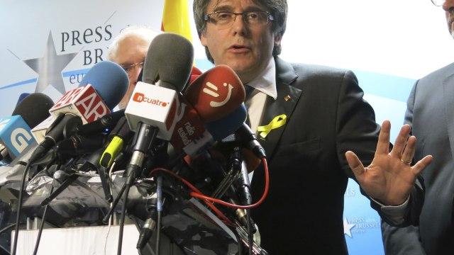 Puigdemont propone a Rajoy reunirse en Bruselas tras triunfo independentista en Cataluña