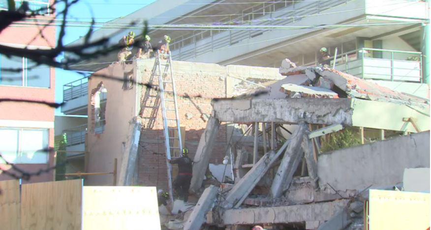 Bomberos realizan labores de demolición del Colegio Rébsamen