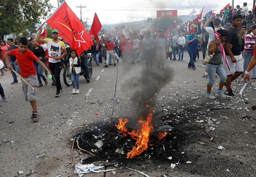 Una docena muertos y 500 detenidos deja crisis política Honduras