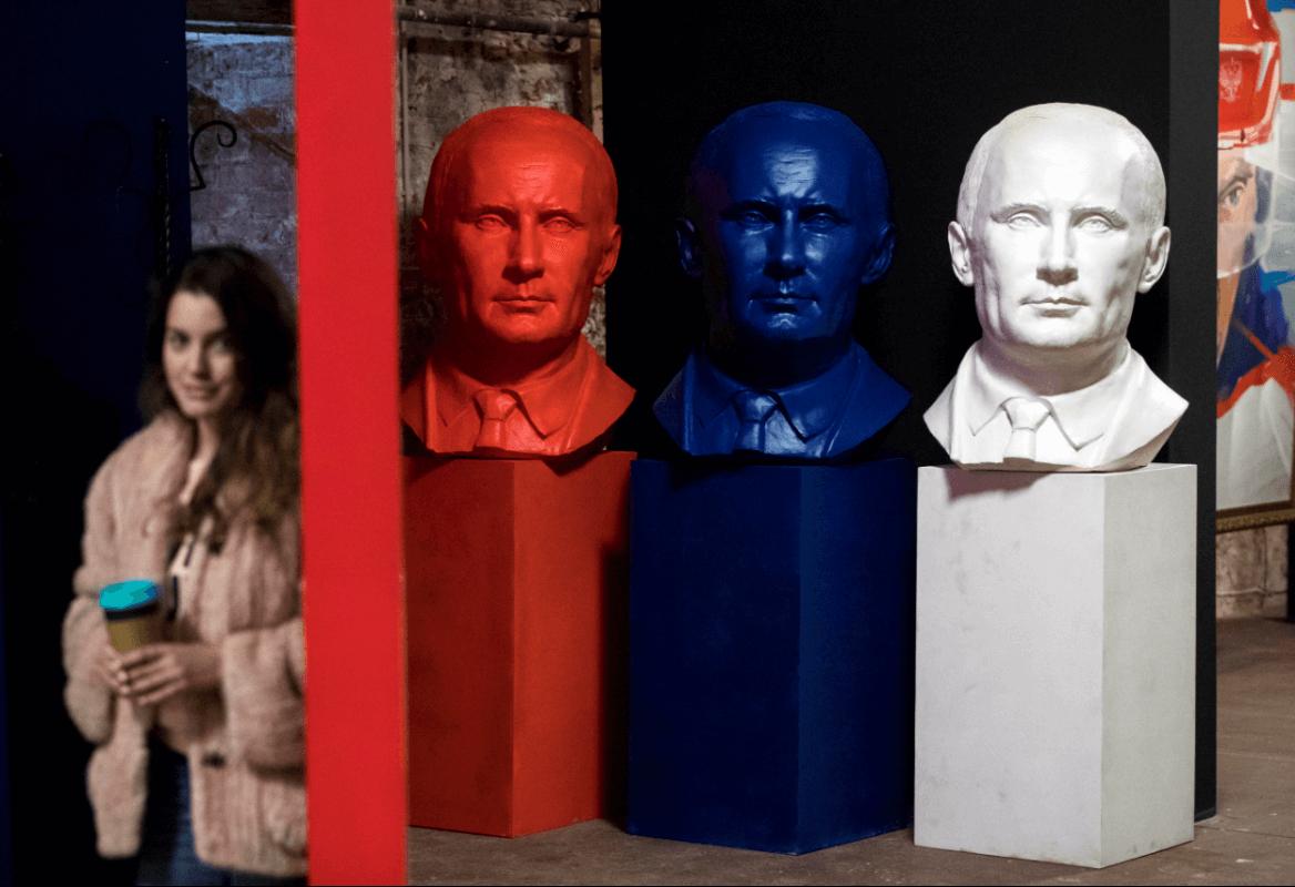 Exposición en Rusia sobre el presidente Putin. (AP)