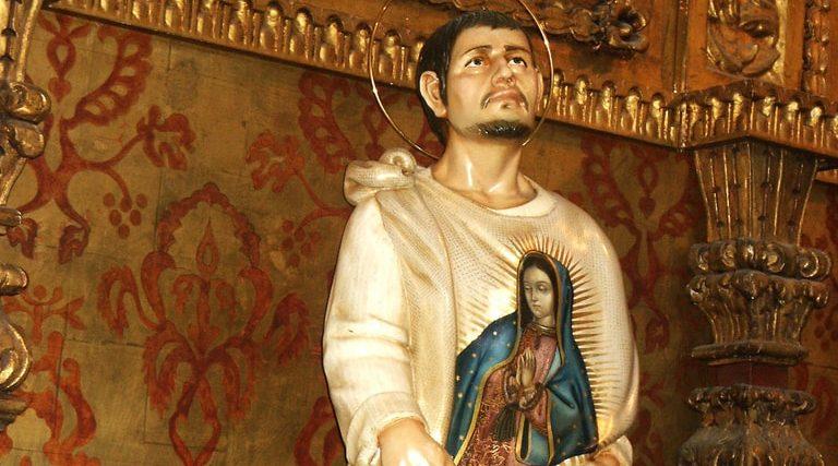 Resultado de imagen para alguien colocó una bomba activa dentro de un ramo de flores frente a la imagen de la Virgen de Guadalupe, en la basílica del mismo nombre. El explosivo detonó pero no dañó el ayate.
