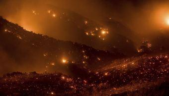 Incendios en California arrasan 81,000 hectáreas, superficie mayor que Nueva York