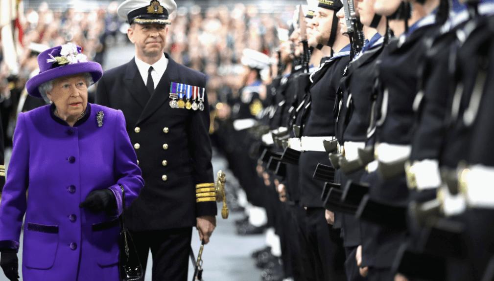 Isabel II recibe nuevo portaaviones británico que lleva su nombre