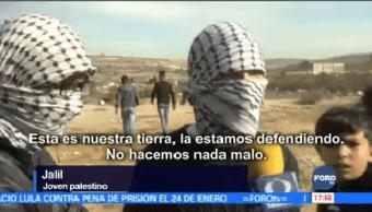 Jóvenes Palestinos Luchan Contra Soldados Israelíes