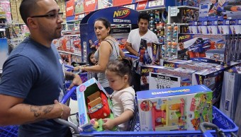 'Santa Claus' anónimos brindan regalos a familias de escasos recursos