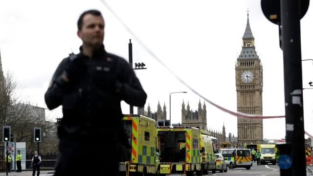 La Policía británica resguarda el área cercana al Parlamento en Londres