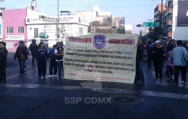 Manifestantes en Eje 3 y Monterrey