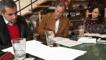 Meade trabaja con su esposa y dirigente del PRI discurso del domingo