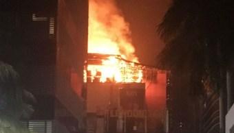 Incendio centro comercial Mumbai deja 12 muertos
