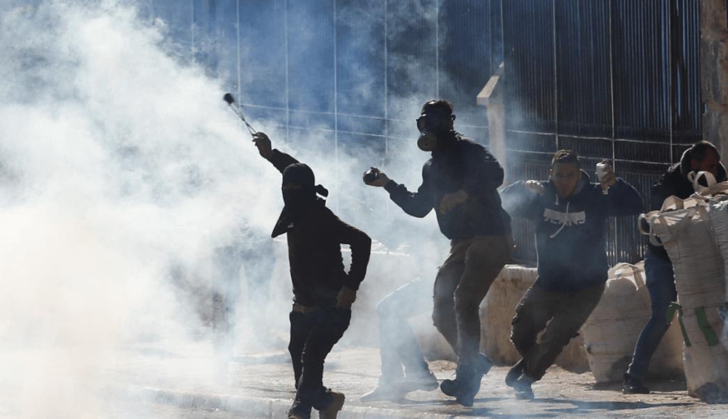Dos palestinos muertos y 60 heridos en enfrentamientos