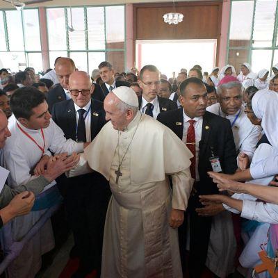 Hablar mal del otro 'es terrorismo', asegura el papa Francisco