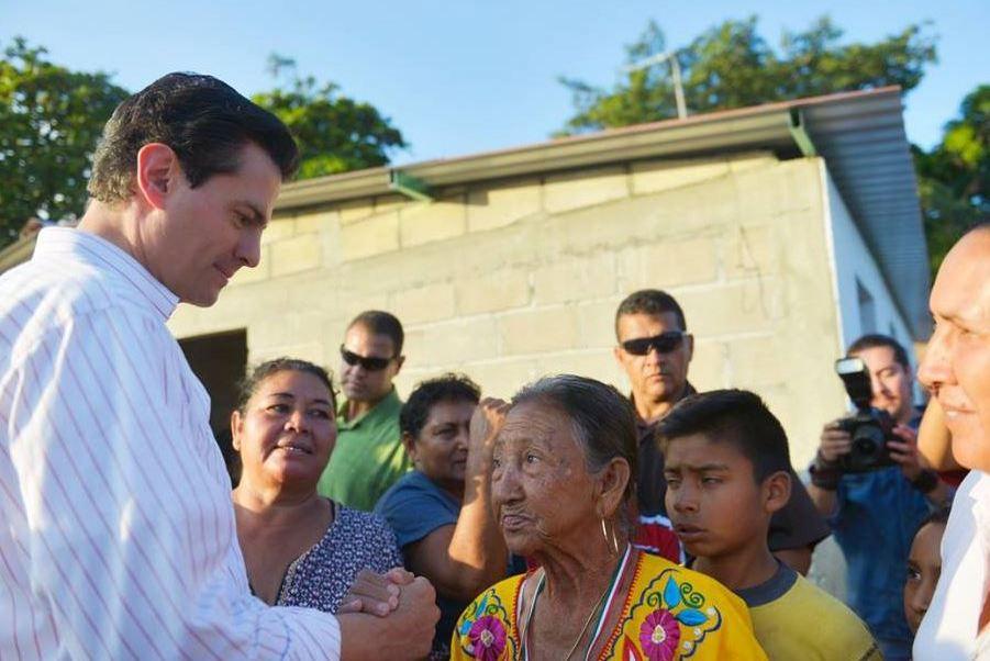 EPN supervisa entrega de viviendas a damnificados en Jiquipilas, Chiapas