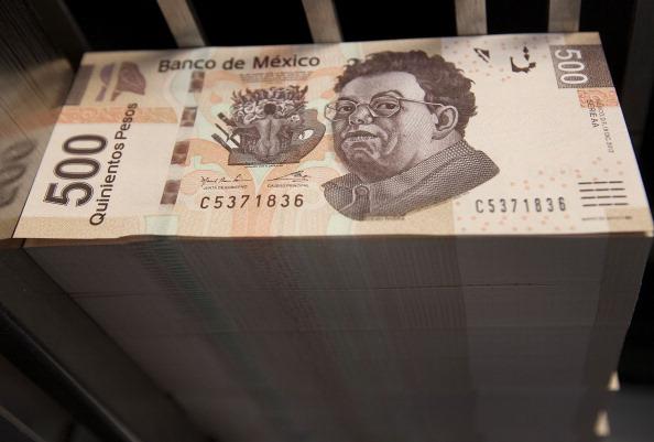Peso mexicano se aprecia por el declive de dólar