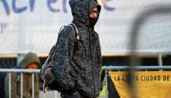 Habitantes de la CDMX se protegen del frío