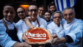 Pizzeros en Nápoles celebran la designación de la Unesco