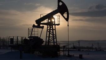 Los precios del petróleo operan cerca de máximos