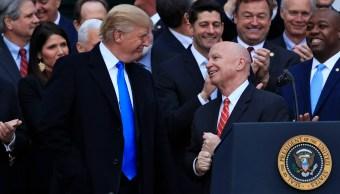 Diarios estadounidenses ven confusión y expectativas desbordadas por reforma fiscal