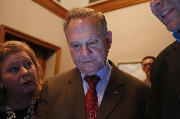 Trump insta a Alabama a votar por Moore