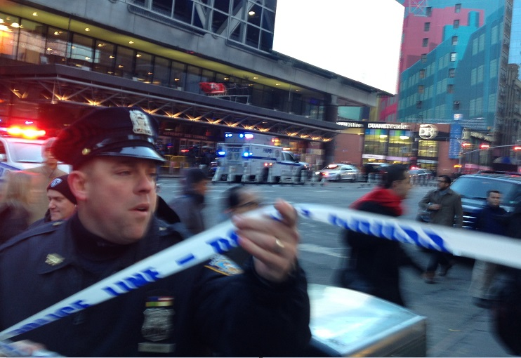 Estalla artefacto casero en Nueva York; una persona lesionada