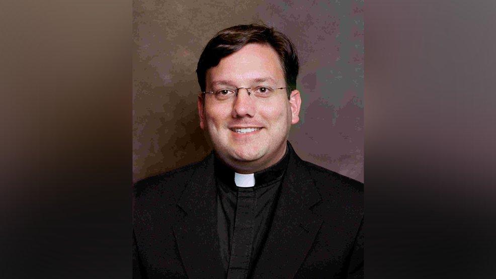 Se suicidó sacerdote investigado por conducta inapropiada con un menor — Estados Unidos