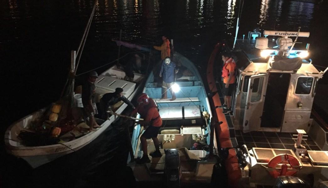 Semar rescata a dos pescadores en Acapulco