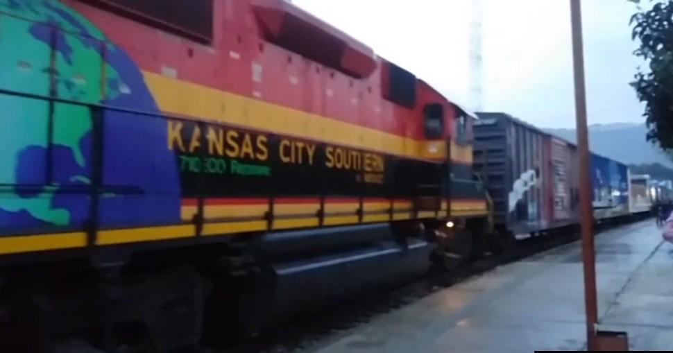 llega tren navideño a acambaro guanajuato