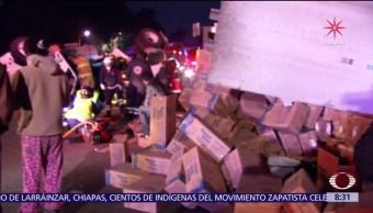Tráiler vuelca en la México-Toluca y causa congestión vial