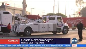 Chocan vehículos pesados en avenida Sor Juana, Nezahualcóyotl