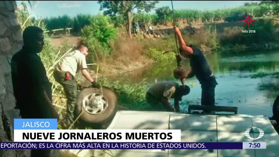 Mueren jornaleros en Jalisco; su camioneta cayó a un río