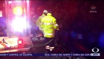 Camión tipo revolvedora cae a barranco en la México-Cuernavaca
