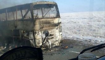 incendio de autobus de pasajeros deja al menos 52 muertos en kazajistan