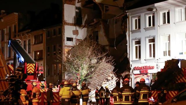 mueren dos personas derrumbarse viviendas explosion amberes
