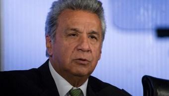 Presidente de Ecuador pide a todos los ministros que dimitan