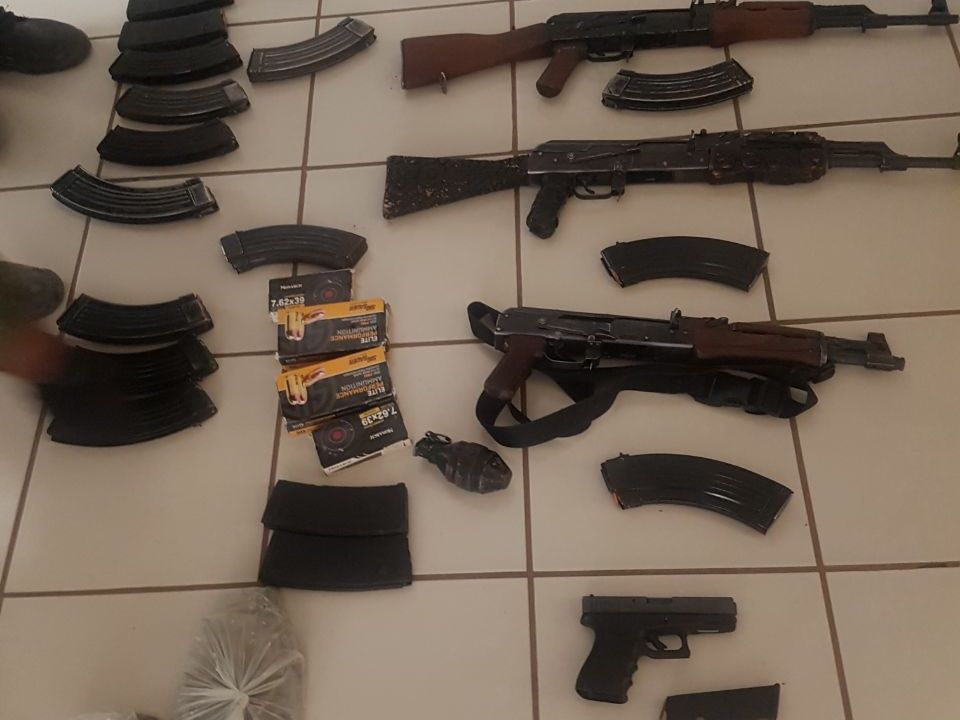 Aseguran vehículos y armamento en El Dorado