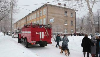 hombres enmascarados apuñalan a nueve personas en escuela de perm, rusia