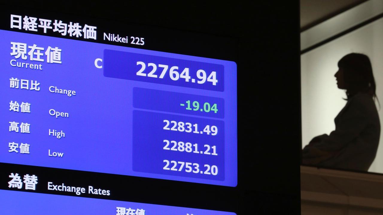 Bolsa de Tokio baja por tercera jornada, por firmeza del yen