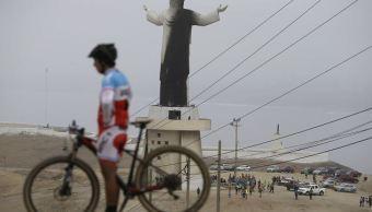 Incendio daña cristo monumental en Perú a pocos días de llegada del papa