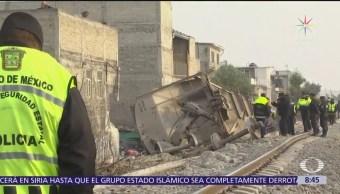 Descarrila furgón de acero sobre vivienda en Ecatepec; mueren 5 personas