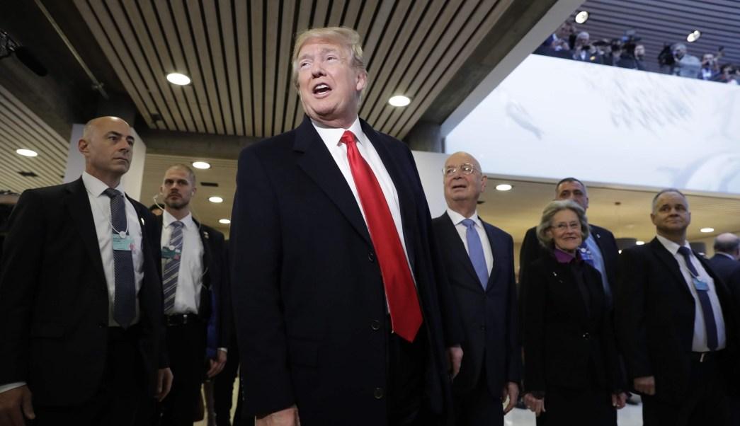 Trump presume logros en Davos, arremete contra Schumer en Twitter