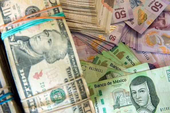 El dólar abre en 19.63 pesos a la venta