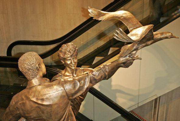 Retirarán la estatua dedicada a Diana de Gales en almacén de Londres