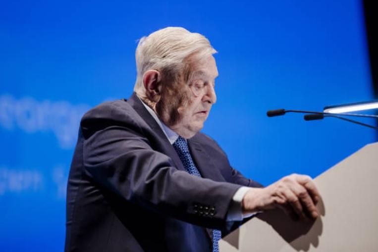 George Soros advierte que los días de Google y Facebook están contados