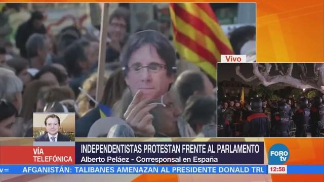 Independentistas protestas frente al Parlamento de Cataluña