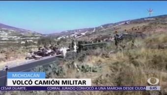 Militares heridos por volcadura de camión