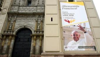 jovenes de peru esperan la llegada del papa francisco