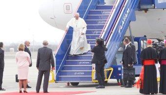 Avión papa Francisco aterriza Lima Perú