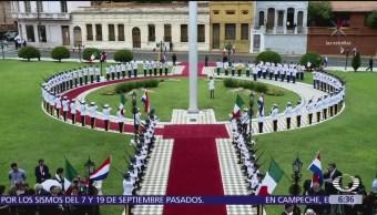 Paraguay despliega banderas de México sin escudo, dice que fue por protocolo