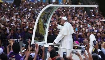 Miles peruanos aclaman papa Francisco Lima