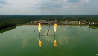 Los precios del crudo caen por el repunte de Estados Unidos